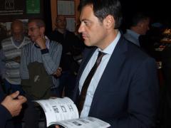 Il sindaco di Novara Andrea Ballarè nell'atrio del VIP