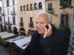 Enzo G. Castellari sullo sfondo di Piazza delle erbe in una pausa dei lavori Giuria.