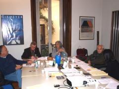 Ancora la sala riunioni: da sinistra vediamo Gianni Lucini, scrittore e giornalista, Paolo Abelli, architetto e pittore, Stefania Brai, Citto Maselli e Valeria Bosco, stilista.