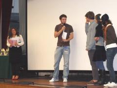 """Angelo Colombo premia i ragazzi del Liceo Marconi di Parma, miglior film SEZIONE SCUOLE con """"Interroga Del Monte"""""""