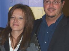 """Stefania Ondeggia premiata dal rappresentante dell'Ordine degli Architetti di Novara e Vco, Marcello Tomei, per """"Terre al margine. Wasted"""""""