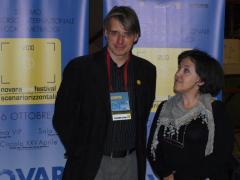 """Jorn Staeger premiato dalla presidente di giuria LAB/PAN/SCUOLE Maria Dionisio per """"Standing up forgotten"""""""